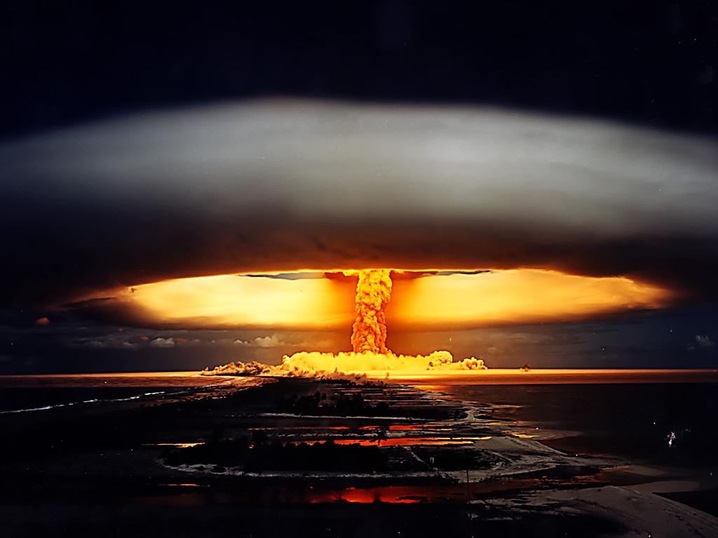 Nuclear mushroom cloud, radioactive plume